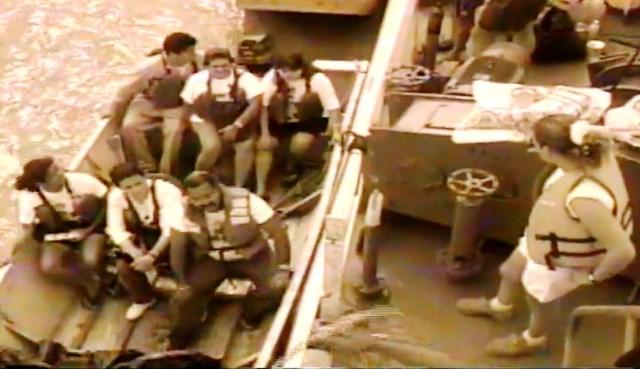 Equipe pegou sol e chuva à espera de resgate durante quase duas semanas