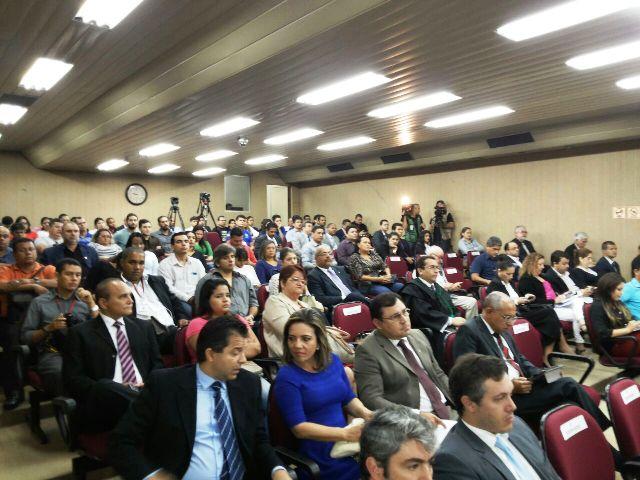 Plenário do TJAP lotado desde o início da manhã. Fotos: André Silva