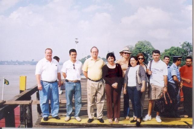 Juízes e promotores à espera do embarque para mais uma jornada