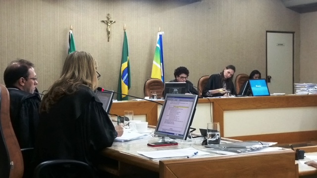 Desembargador Stella Ramos profere seu voto. Fotos: Seles Nafes