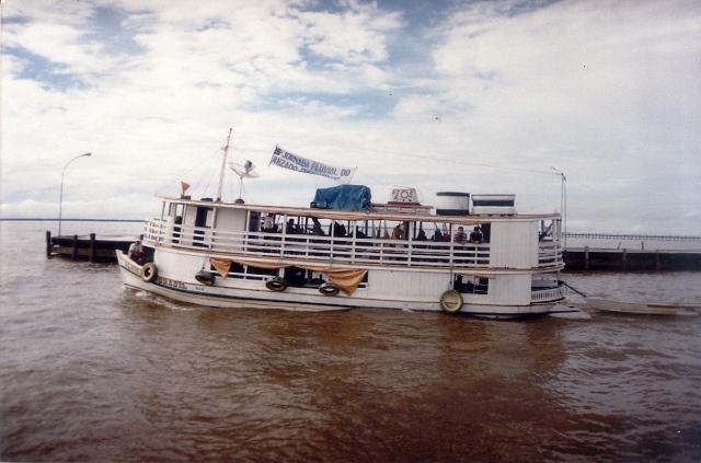 Um dos barcos usados pela Jornada Fluvial