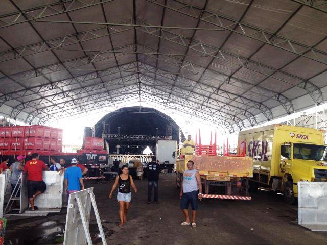Ao fundo o palco onde seis atrações irão se apresentar