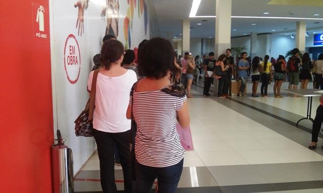 Longas filas nos postos com a chegada do fim do prazo de cadastro e recadastro