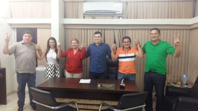 PROS é comandado pela ex-deputada Francisca Favacho, na foto à direita de Acácio. Fotos: PROS