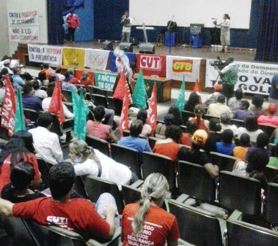Ato reuniu pouco mais de 200 pessoas, segundo os próprios organizadores. Fotos: Manoel do Vale