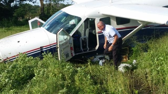 Piloto checa avião depois da queda: extrema perícia