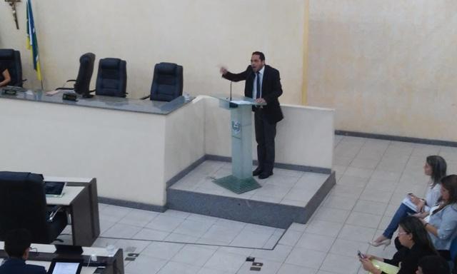 Deputado Paulo Lemos se posicionando contra a PEC