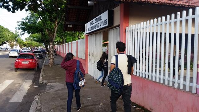 Movimento normal também na Escola Alexandre Vaz Tavares, no Bairro do Trem. Foto: Seles Nafes