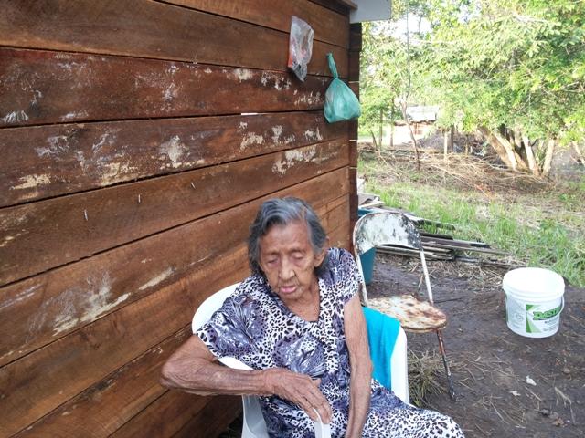 Aos 91 anos, aposentada nāo tem para onde ir