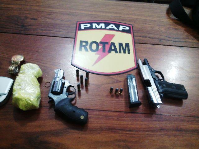 Armas usadas pelos dois criminosos apresentadas no Ciosp
