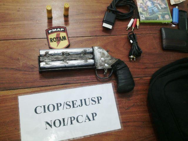Arma caseira calibre 20 com 2 canos: alto poder de destruição.
