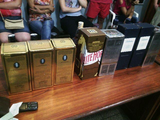 Outras garrafas foram encontradas com o suspeito. Fotos: Olho de Boto