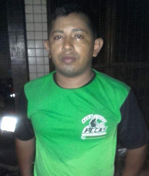 Magno Conceição, 33 anos, usando camisa da oficina de moto