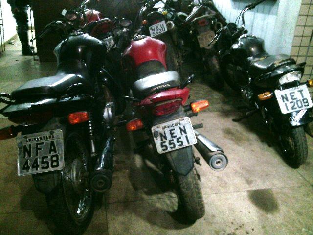 Motos encontradas em diferentes pontos de Macapá, todas com placas clonadas. Fotos: Olho de Boto
