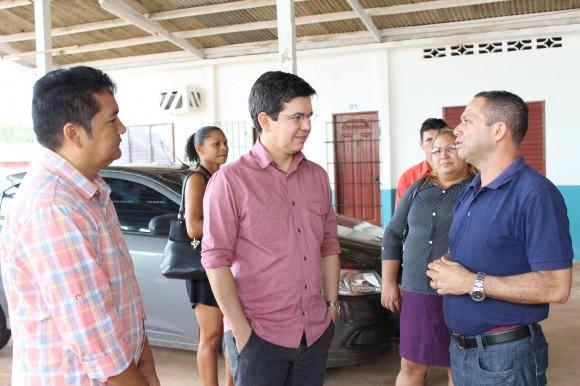 Senador Randolfe Rodrigues: dinheiro vai salvar prefeituras neste fim de ano. Fotos: Arquivo/SELESNAFES.COM