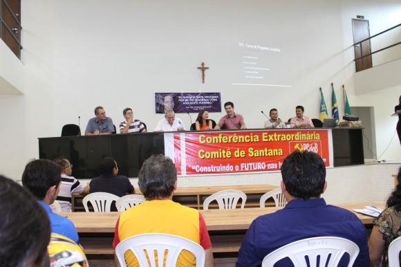 O senador participou da abertura da conferência do PC do B, a convite de Marcivânia Flexa. Fotos: Ascom
