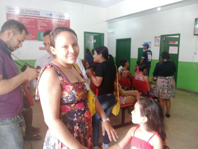 Camila de Souza levou a filha, mas não encontrou a vacina: poucas doses