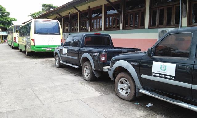 Veículos da Ueap parados há meses por falta de manutenção. Fotos:Cássia Lima