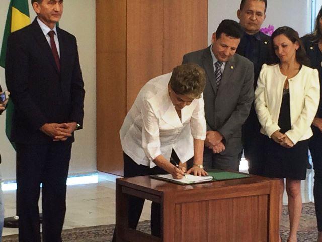16 de abril: Dilma transfere terras para o Amapá