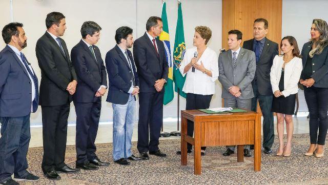 Presidente Dilma discursa na cerimônia de transferência: momento histórico 28 anos depois