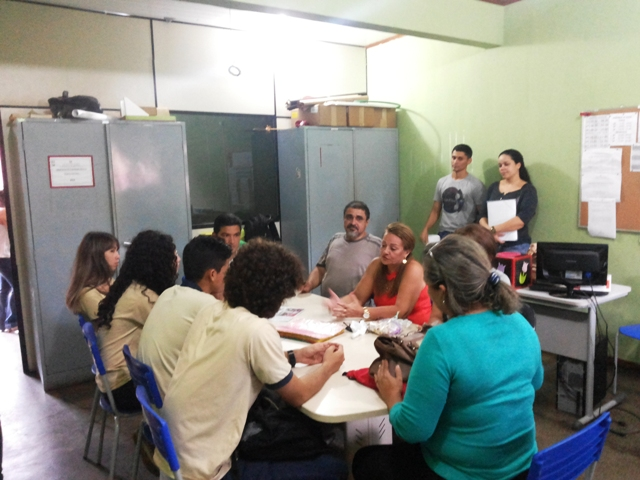Direçāo se reuniu com os alunos para discutir os pontos cobrados no manifesto