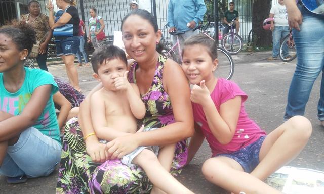 Edlúcia Brasil e os filhos: 11 anos recebendo o benefício