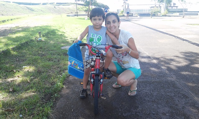 Tatiane Trombim e o filho: passeios de bicicleta vão voltar