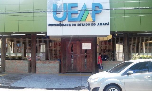 Universidade continua com portões trancados