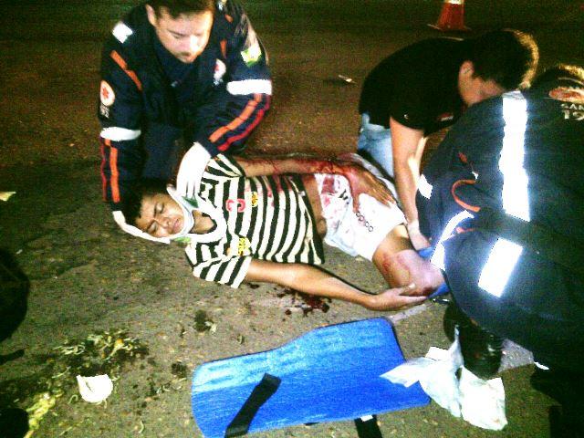 Marcos Vinícius tinha muitas dores e fraturas nas pernas. Continua internado no HE