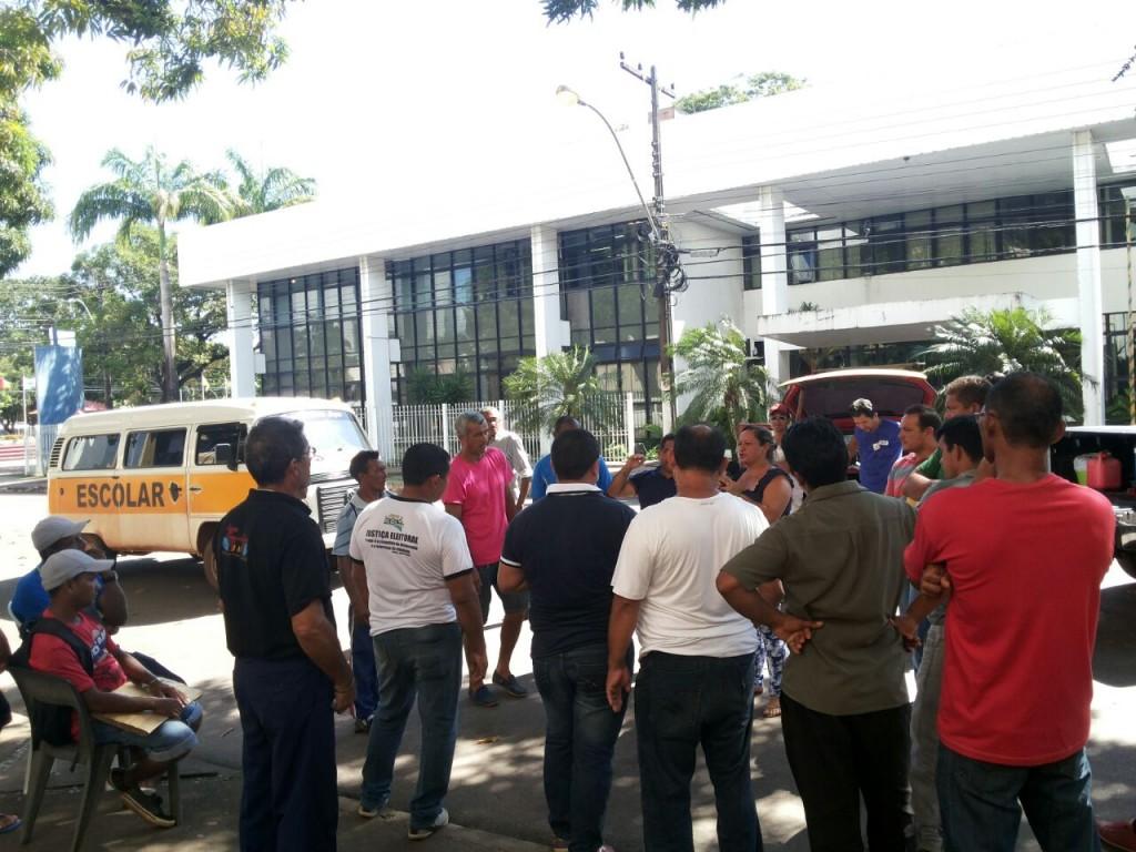 Segundo a Sefaz, bloqueios não tem a ver com o atraso no pagamento do transporte escolar. Foto: Cássia Lima