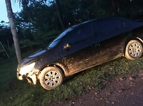 Carro do engenheiro encontrado nesta segunda-feira, tinha manchas de sangue. Foto cedida pela pfamília