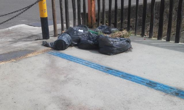 Lixo acumulado no ponto turístico