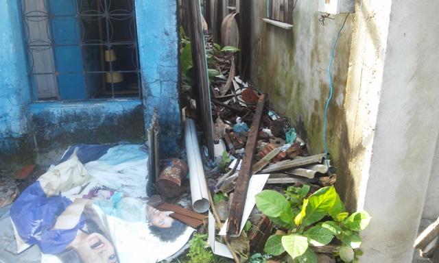 Lixo encontrado na frente de casas vistoriadas