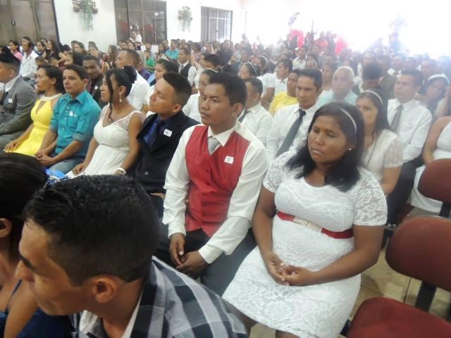 Dos 43 casais, 12 eram índios da Aldeia do Manga. Fotos: Humberto Baía