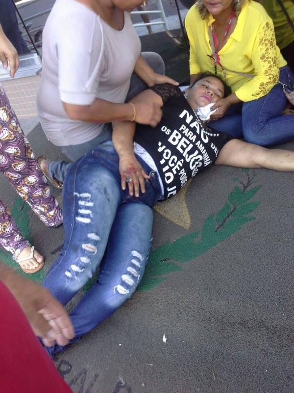 Manifestante passa mal depois do disparo de bombas de efeito moral