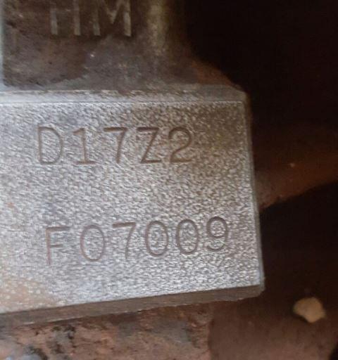 Detalhe do chassi: carroceria comprada de SP....