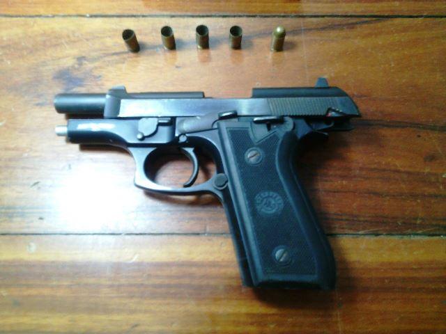 Pistola usada por Romário Maciel. Foram pelo menos 5 disparos