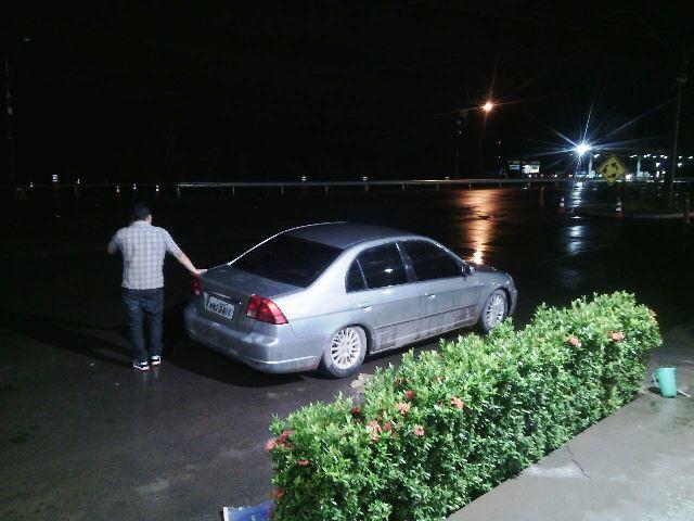 Condutor fazendo um telefonema: não desconfiou de um carro comprado por R$ 6 mil e sem documentos
