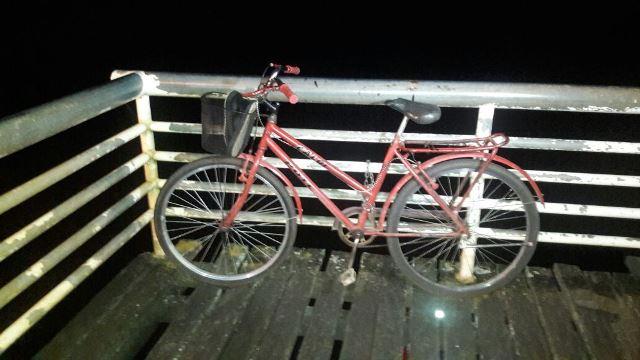 Bicicleta ficou trancada no cadeado