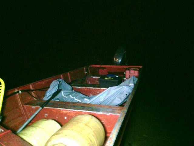 Corpo do pescador chegou por volta das 21h em Macapá. Fotos: Olho de Boto