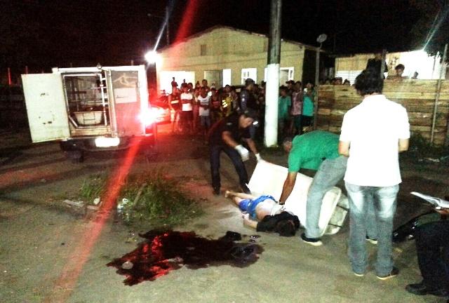 Lessandro Toloza ainda foi atingido por vários disparos quando estava caído no chão. Fotos: Olho de Boto