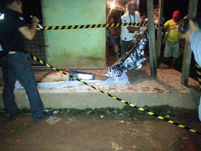 Esposa e filhos carregaram Rodrigues pelas pontes até uma calçada, mas ele morreu no local. Fotos: Olho de Boto