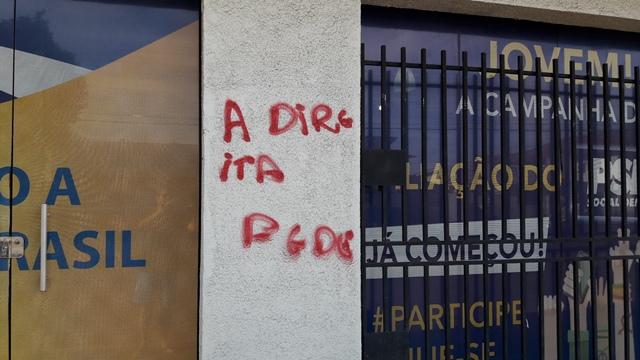 A direita fede, deixa claro que o protesto foi de grupos de esquerda. PSDB culpa o PT. Fotos: Seles Nafes