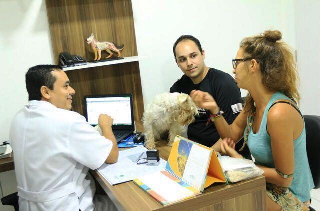 Vitor Hugo acompanha Mariona e Goa nos exames