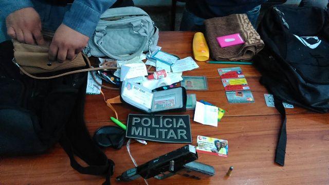 Cartões de crédito e documentos foram recuperados pela polícia