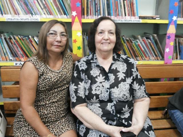 Diretoras Angela Pantoja (Cecília Pinto) e Irmã Clara (Santina Rioli): alunos estão sempre na biblioteca