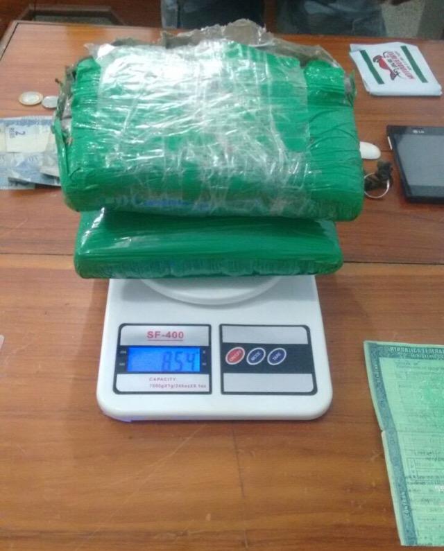 Papelotes de maconha somavam 854 gramas. Foto: Divulgação