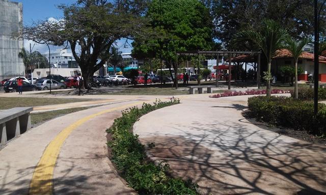 Piso tátil e novo paisagismo na Praça Veiga Cabral. Fotos: Cássia Lima
