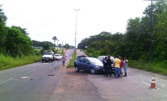 Acidente envolveu quatro veículos na Rodovia JK. Fotos: Olho de Boto