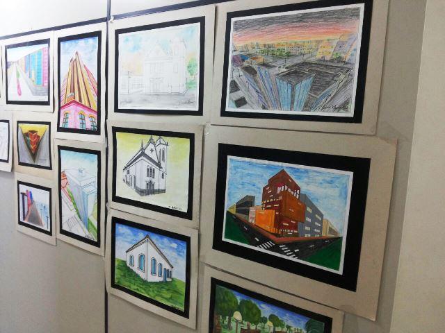 Obras foram expostas nos corredores da escola. Fotos: André Silva